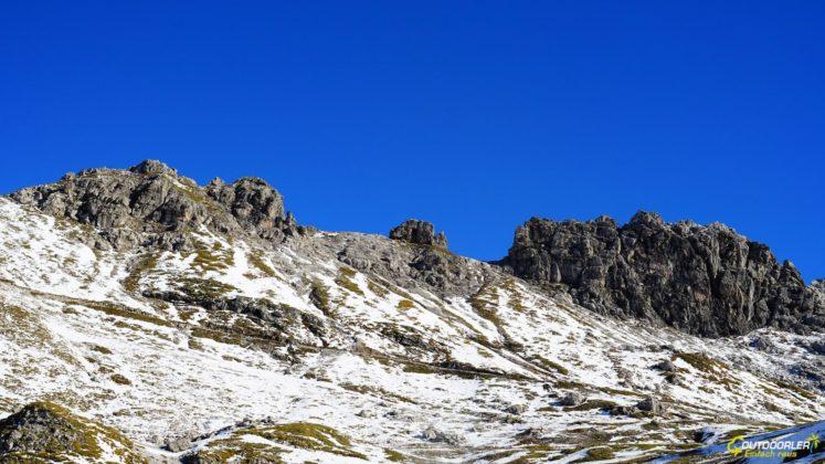 Hindelanger Klettersteig von unten betrachtet auf dem Weg zum Nebelhorn
